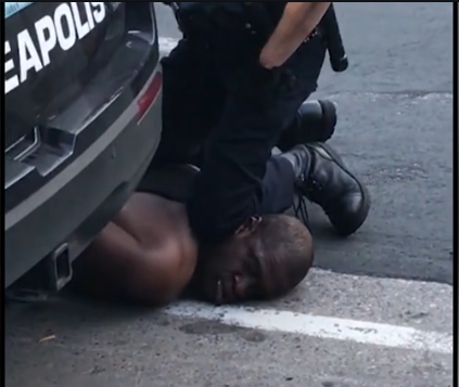 """被""""跪死""""黑人尸检:颈部背部受压 导致窒息死亡"""
