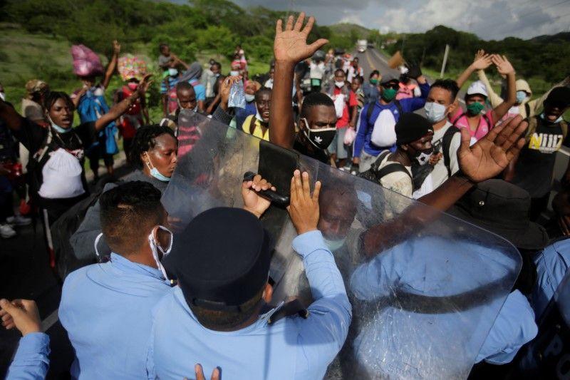African, haitian migrants in honduras defy border closure in attempt to reach U.S.