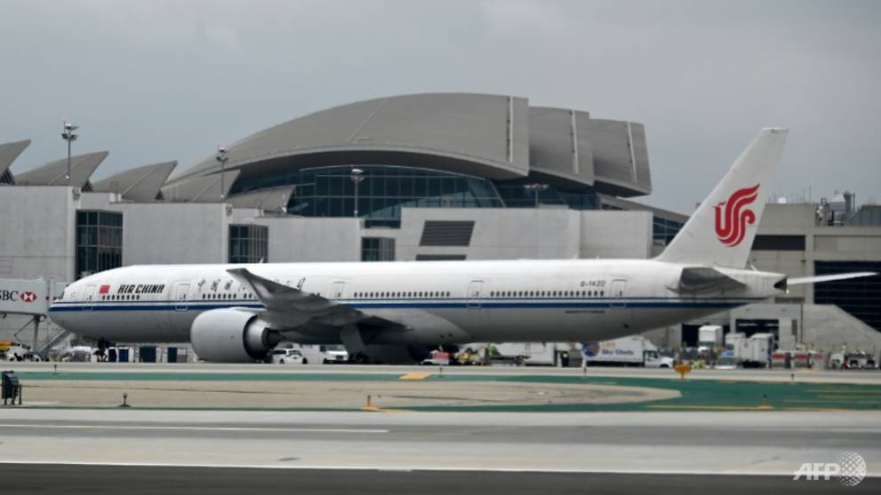 US suspends flights by Chinese airlines in spat with Beijing