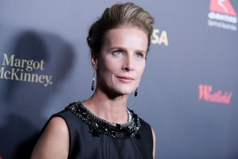 Rachel griffiths sorry for flaunting manicure while 'people are dying' after backlash
