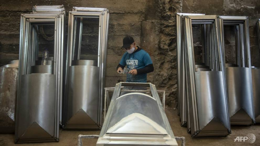Coffin-makers booming as Peru coronavirus deaths soar