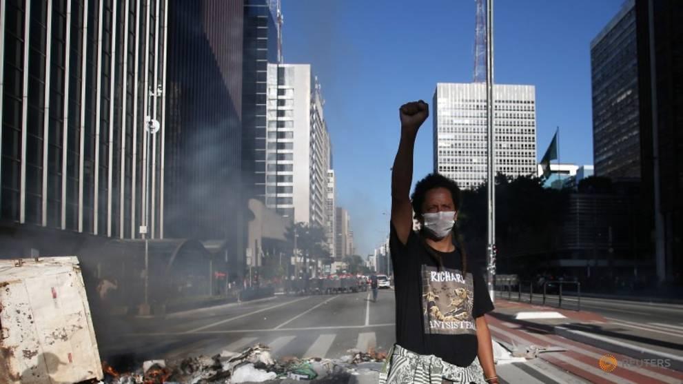 Bolsonaro threatens WHO exit as COVID-19 kills 'one Brazilian per minute'