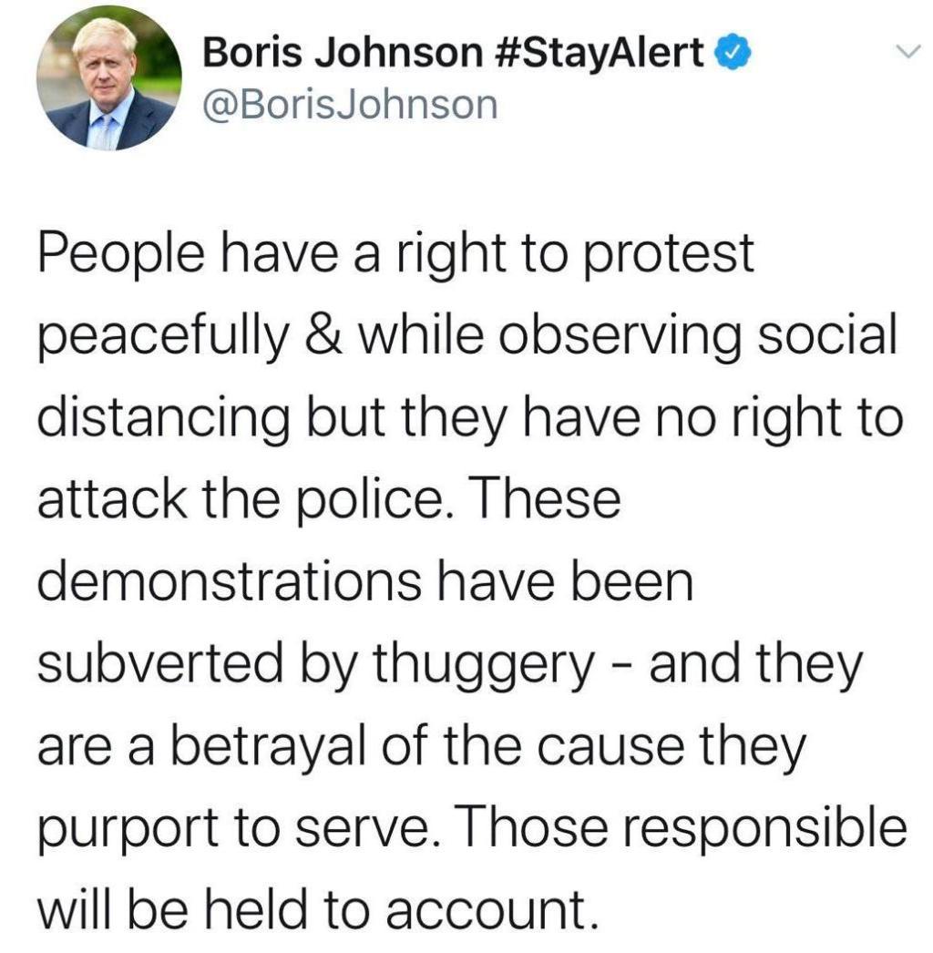 约翰逊:示威游行被暴力破坏 示威者无权袭击警察