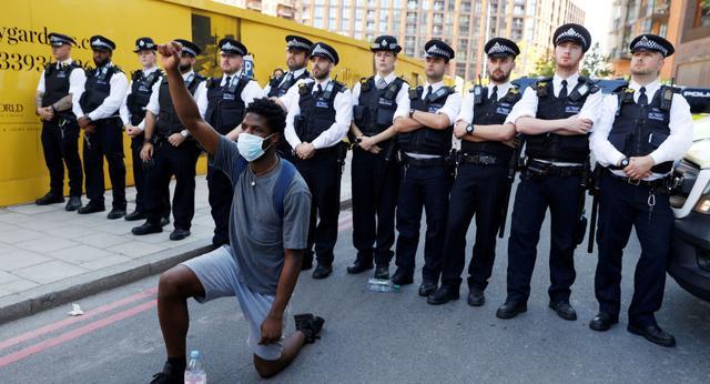 至少23名警察在伦敦抗议活动中受伤