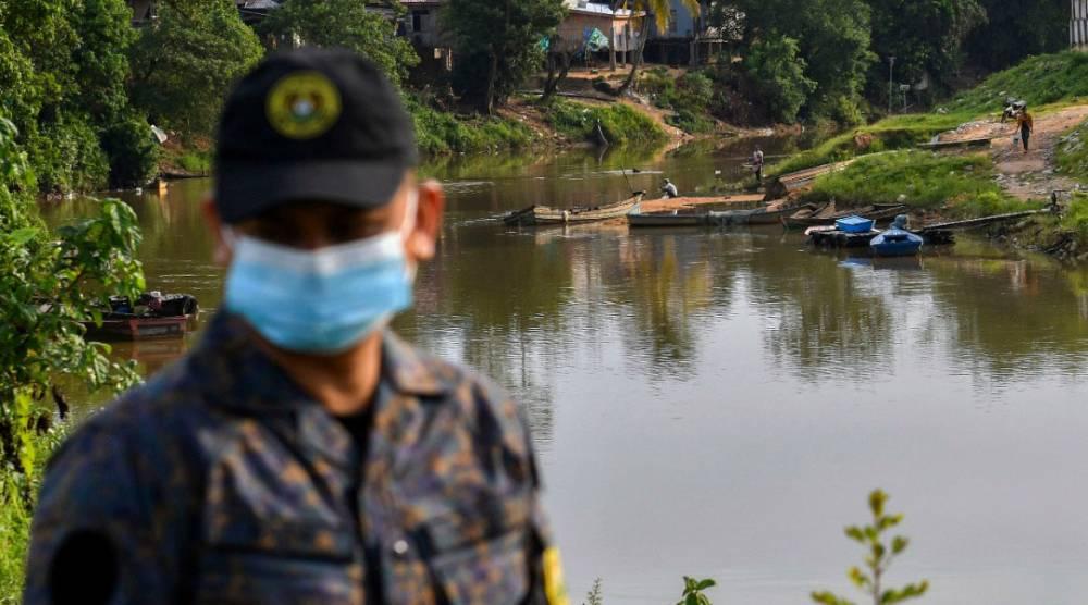 罗兴亚难民故意破坏船,再硬闯Langkawi码头!当中发现遗体?目前调查中!