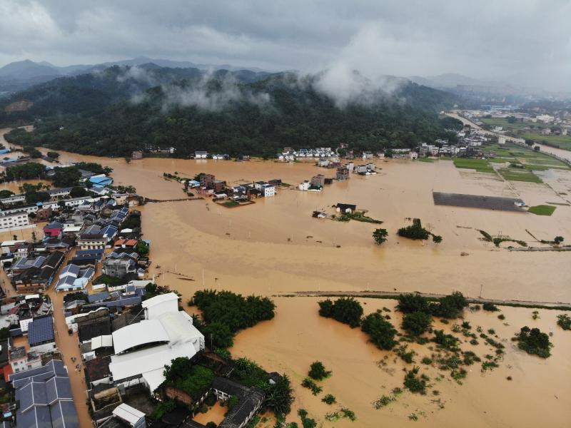 中国南方近日豪雨成灾!⚡ 已致8省份176万人受灾9死5失踪!