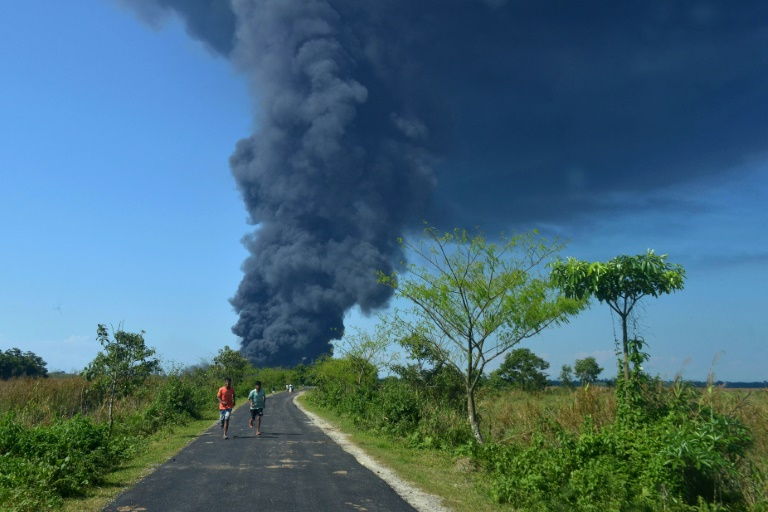 Huge fire at India gas well blowout