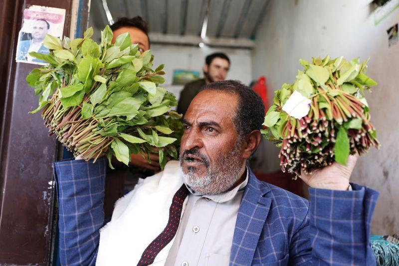 Yemen's qat markets still draw crowds despite coronavirus threat
