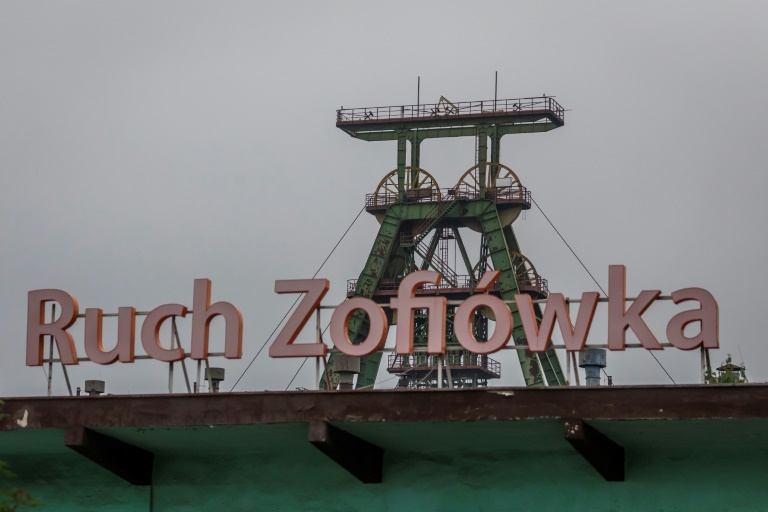 Virus mine closures stir unease in Poland