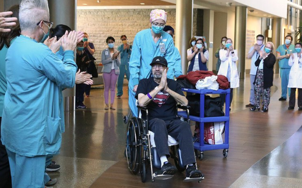 美国70岁新冠肺炎患者住院62天 治愈后收到账单惊呆