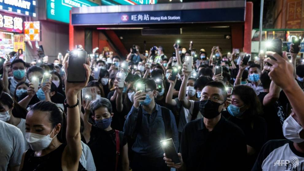 Hong Kong policeman reprimanded for 'I can't breathe' remark