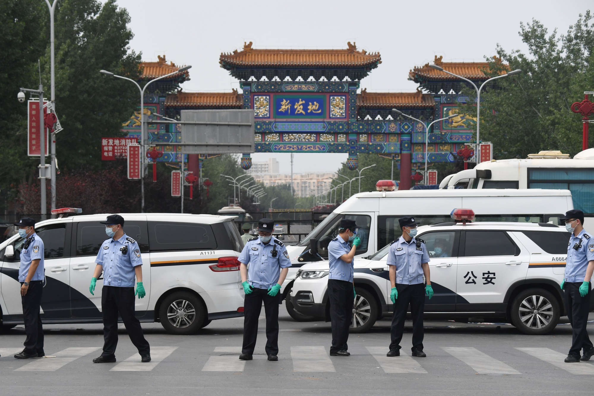 Beijing Locks Down Part of City After Virus Outbreak at Market