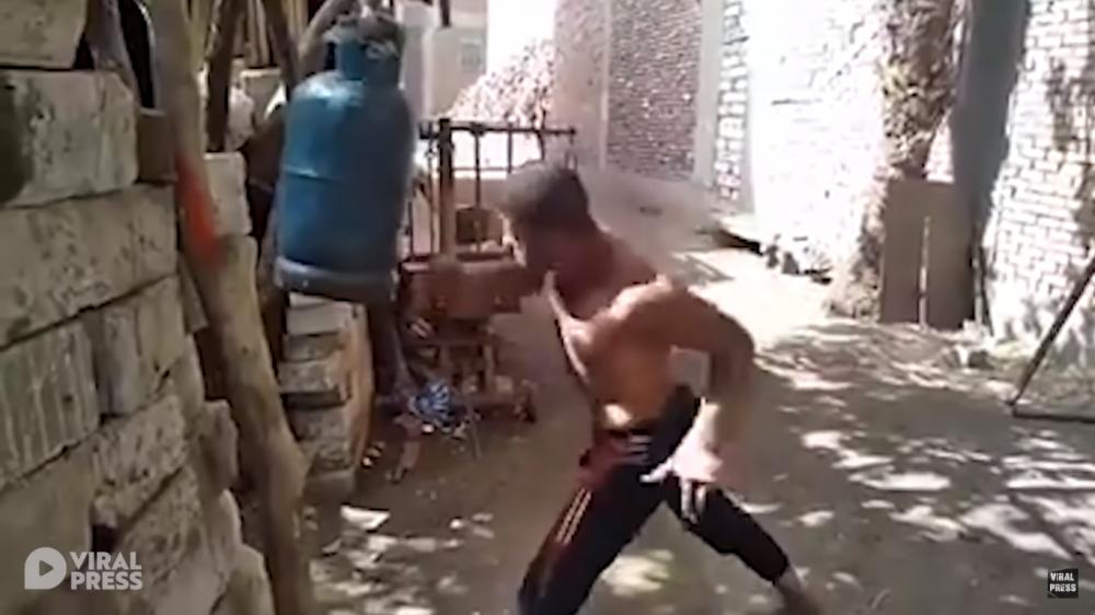 男子竟拿瓦斯桶当沙包!拳拳毫不留手,平日特殊训练方式惊呆众人!