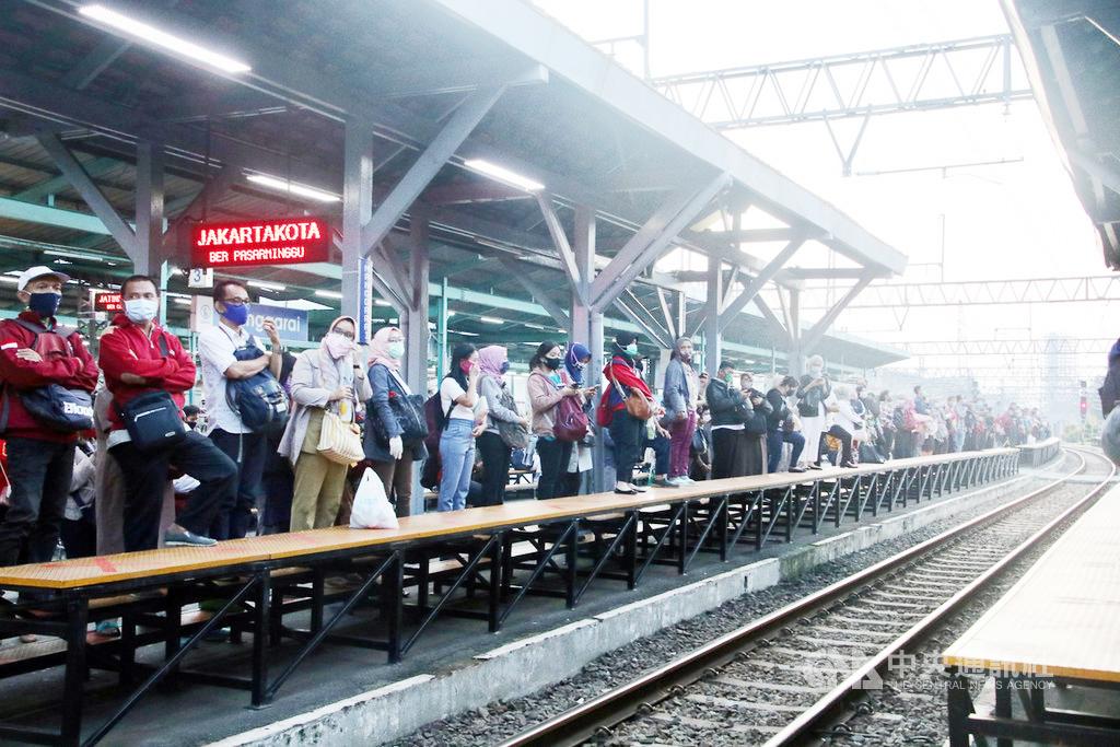印尼政府吁区隔上下班时间