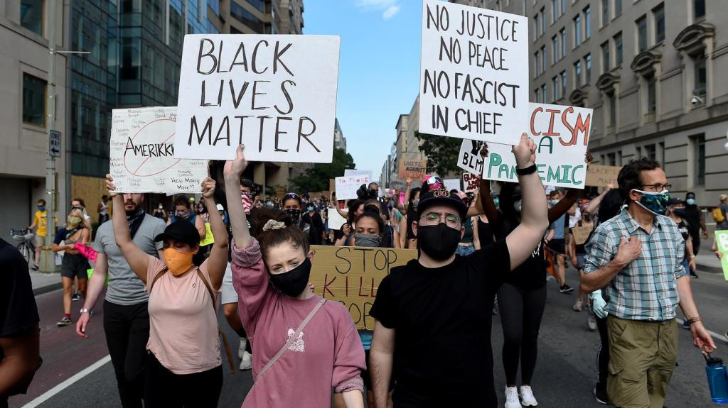 美医疗中心被曝有近100起种族歧视投诉 引发抗议