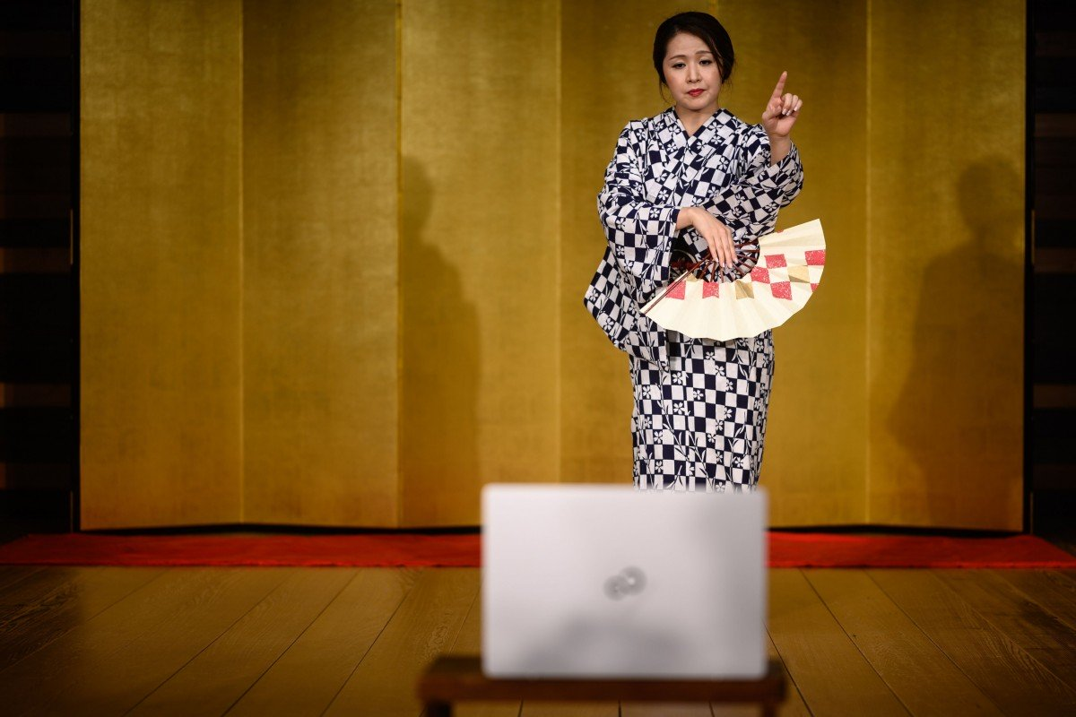 Coronavirus forces Japanese geishas to offer their services online