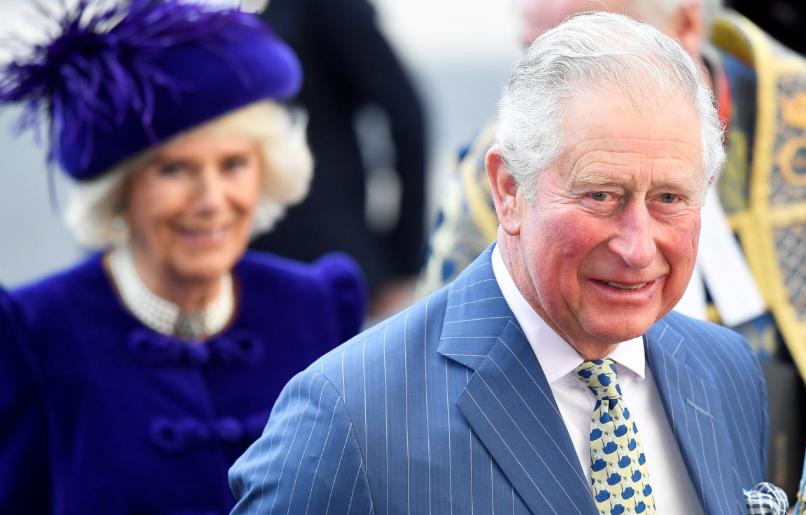 重返公职!查尔斯王子看望英国医护人员 不忘保持社交距离