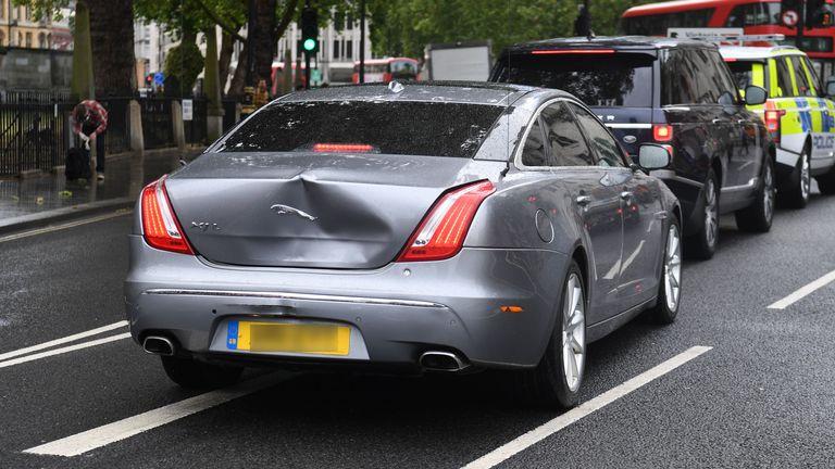 英国首相约翰逊座驾在议会附近发生碰撞