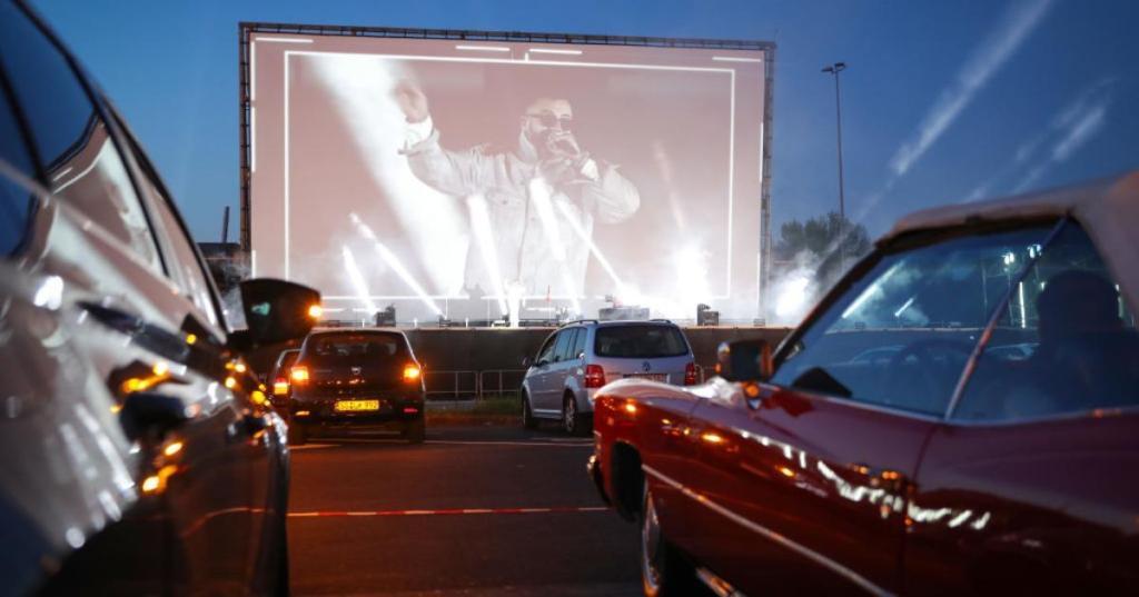 疫情之下,加拿大渥太华足球场将变汽车电影院