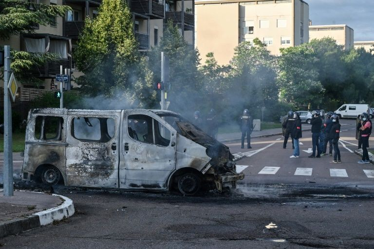 France arrests six chechens in raids after unrest