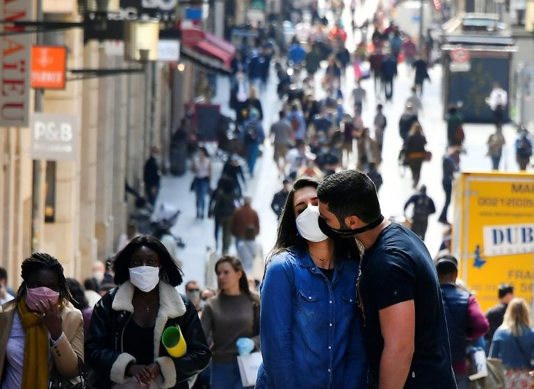 Kissing starts again in french films