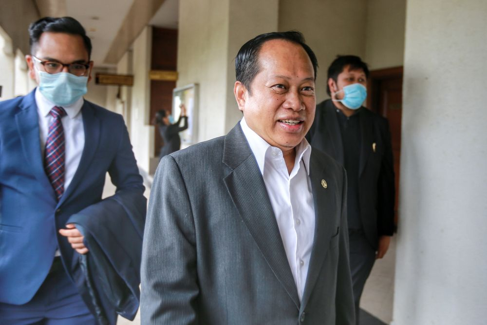Ahmad Maslan fails again in bid to strike out charges for money laundering, giving false statement