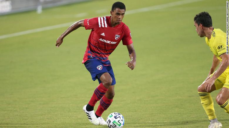 FC Dallas' Reggie Cannon criticizes booing of players kneeling during national anthem