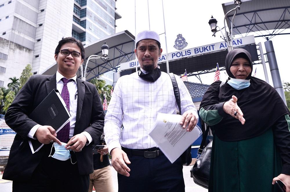 Burger seller Asri Janggut records statement over alleged insult of police