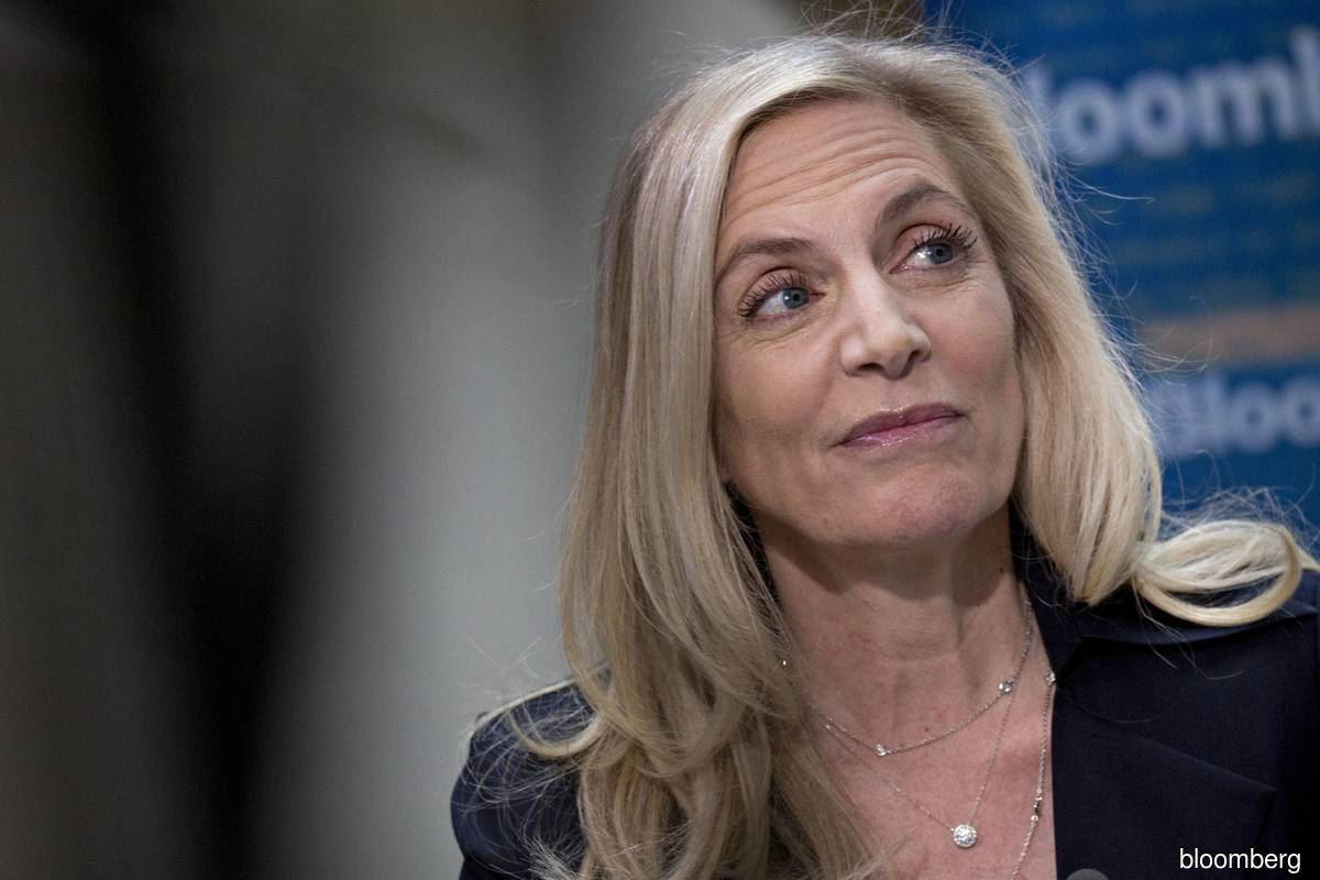 Brainard says Fed conducting e-money tests for research