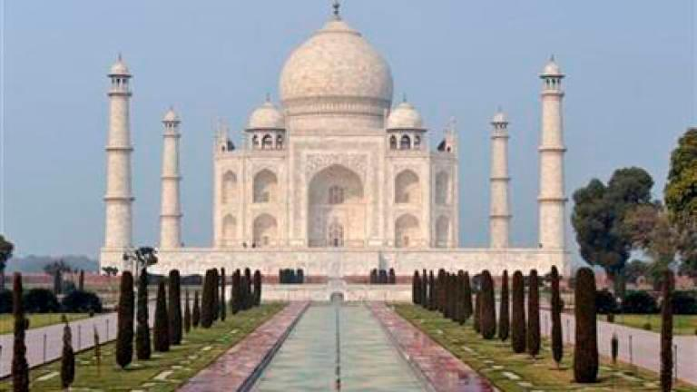 Bomb scare at Taj Mahal turns out to be a hoax