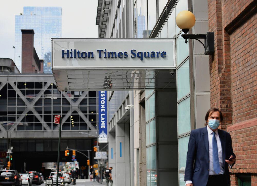 Bereft of jet set, New York luxury hotels welcome last-minute locals