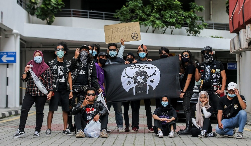 Young Malaysian Punk Group In Ipoh Continue Feeding Homeless Despite Being Judged For Their Appearance