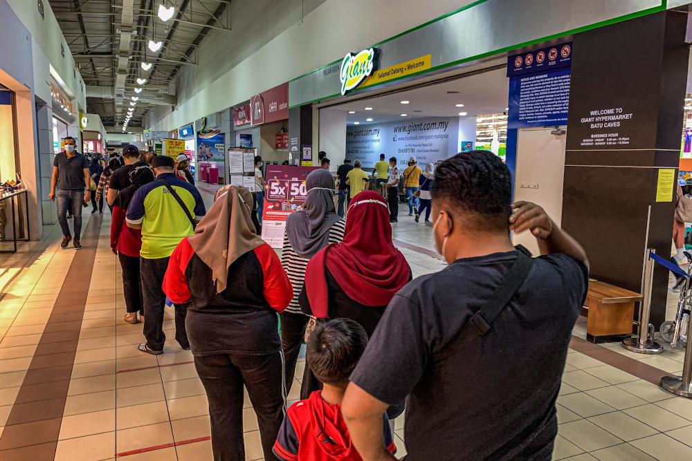 Ismail Sabri: Avoid panic buying during CMCO, shops and grocers remain open