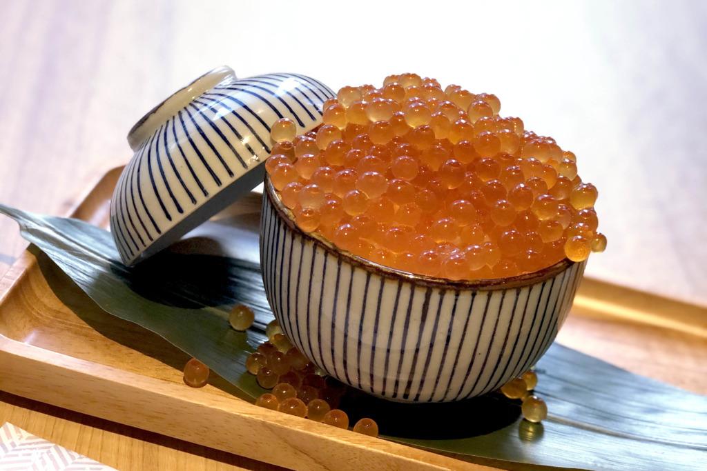 推广期7折!日本餐厅「丸十」推出期间限定新品 超足料三文鱼籽爆丼饭