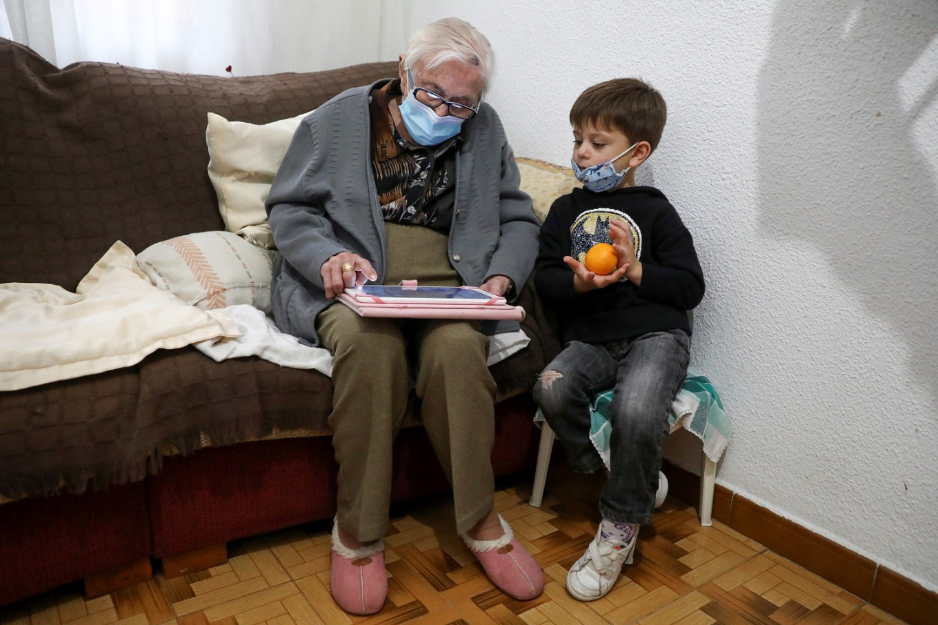 Spanish grandma, 99, gets back to computer games after beating COVID-19