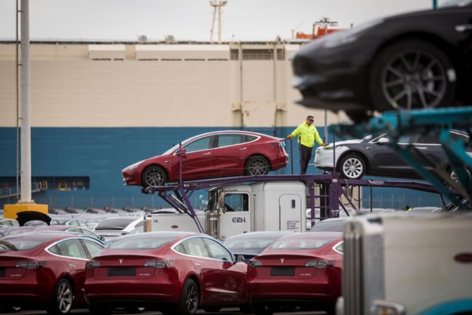 电动和自驾车助力 苹果和特斯拉市值上看3兆美元
