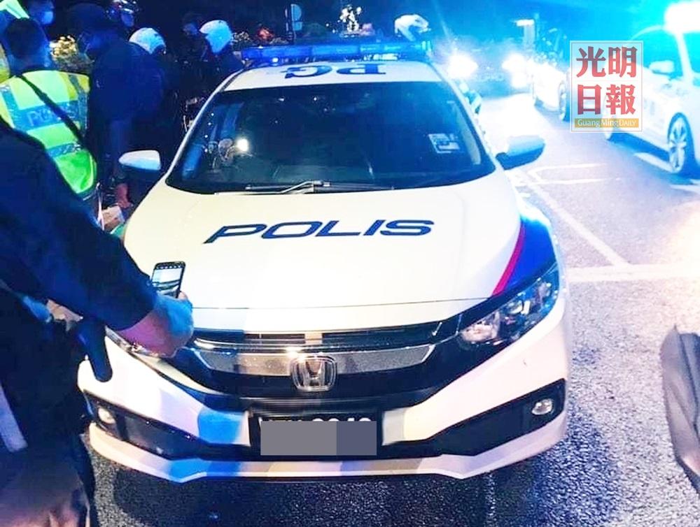 偷警车炫耀案 3男女明料被控2罪