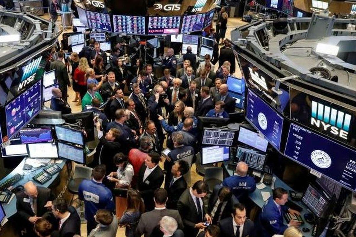 S&P 500, Nasdaq fall as yields spike