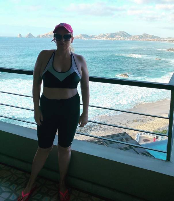 Rebel Wilson bares her abs in sports bra and shorts