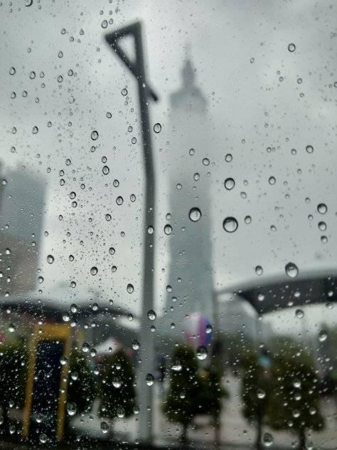 下雨打雷尽量避免做这件事!印尼15岁少年不幸丢了性命!