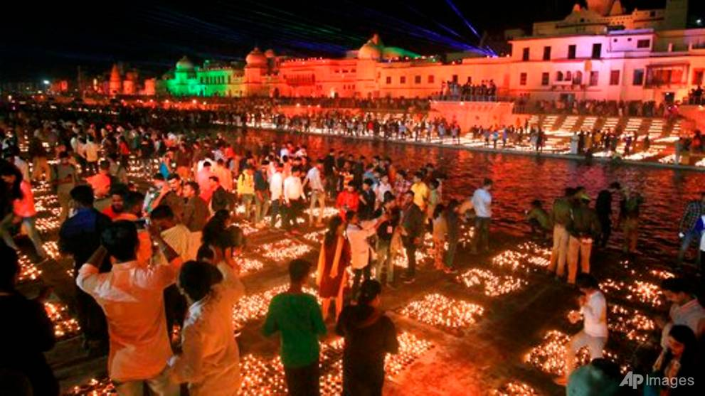 Indian holy city lights record number of oil lamps