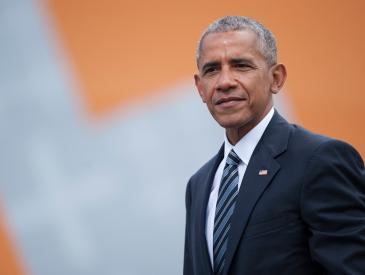 Barack Obama Just Posted the Sweetest Throwback Photo & Tribute to Daughters Malia &Sasha
