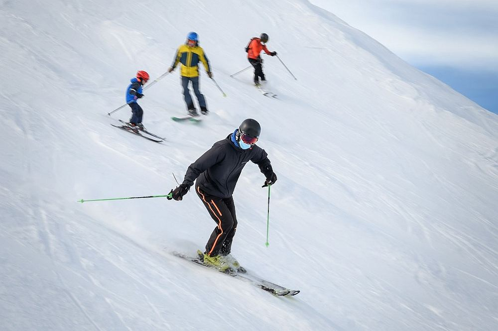 Swiss urged to 'hit the slopes' to save ski season