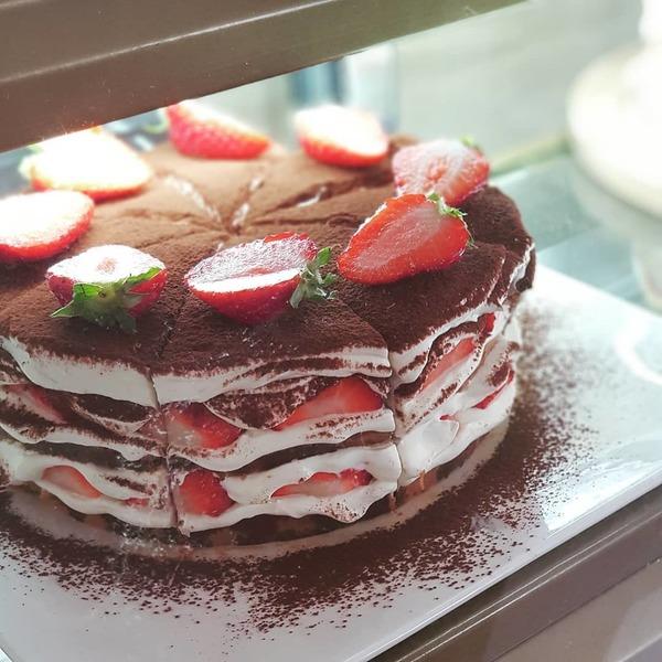 韩国超足料时令水果甜品咖啡店 热卖士多啤梨千层蛋糕/Tiramisu/海绵蛋糕