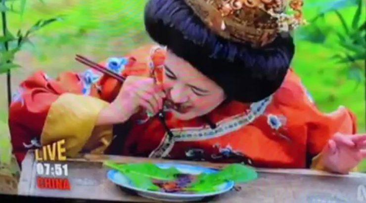"""演员扮武则天""""吃蟑螂"""" 澳儿童节目被轰辱华"""