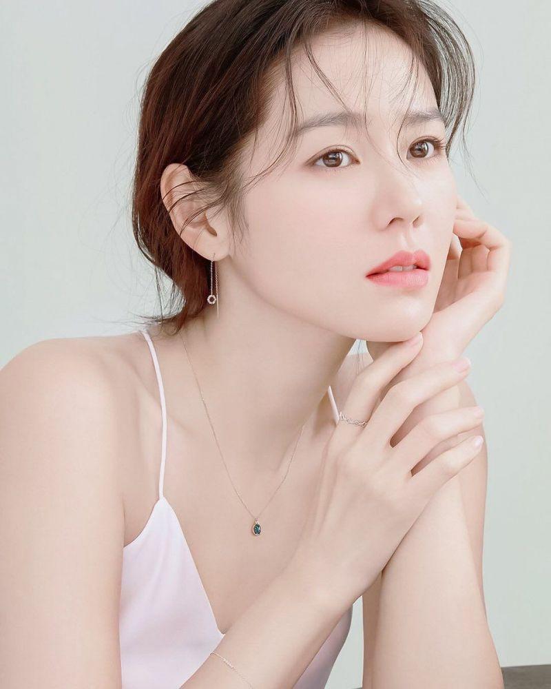 【美貌排行榜更新】韩国网民票选最漂亮女演员!IU跌出3甲!秀智不入10强、宋慧乔只排第9!