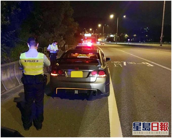 两车屯门公路高速左穿右插 两男涉危驾被捕
