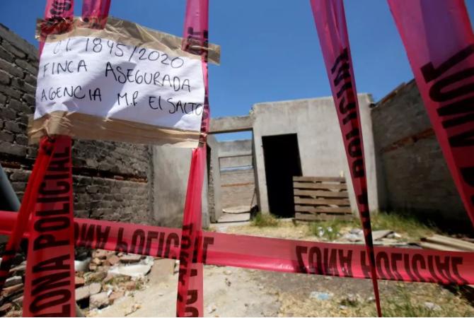 """墨西哥一处""""万人坑""""挖出百余具遗体 肢解后装在袋中"""