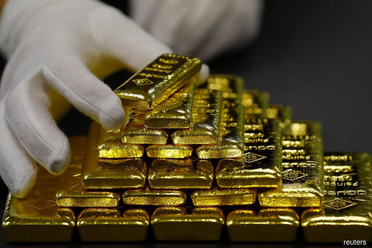 Gold eases off seven-week high as US bond yields rise