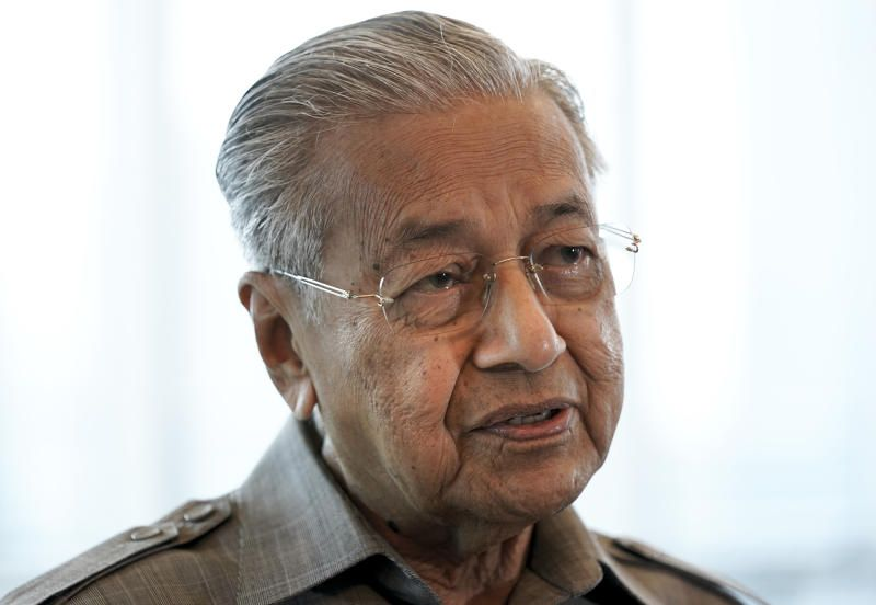 Sheraton move happened because Azmin wanted to be PM, Dr M alleges